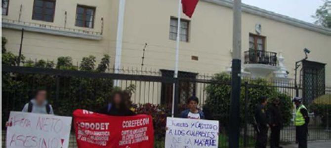 PLANTÓN DE PROTESTA CONTRA LA MASACRE DE LOS ESTUDIANTES DE AYOTZINAPA EN IGUALA – MÉXICO