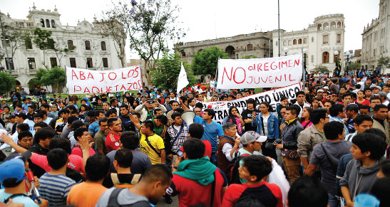 Frente a la derogatoria de la ley laboral juvenil…¡LA LUCHA CONTINÚA! ¡ABAJO TODOS LOS CONTRATOS BASURA! ¡ABAJO TODOS LOS PAQUETAZOS DE HUMALA!  ¡VIVA EL PARO TEXTIL! ¡PARO NACIONAL DE EMERGENCIA YA!