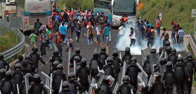 A un año de la masacre en México, la lucha continúa en las calles de todo el mundo… ¡ABAJO EL GOBIERNO ASESINO DE PEÑA NIETO!