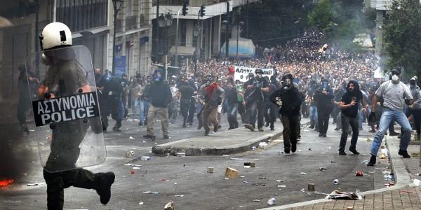 Aferrado al capital, el reformismo se empieza a hundir con él… GRECIA: REVOLUCIÓN SOCIALISTA O INFIERNO CAPITALISTA